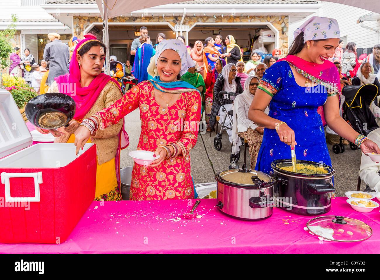 Kostenlose Verpflegung ist glücklich auf Vaisakhi Parade und feiern, Surrey, British Columbia, Kanada verzichtet, Stockbild