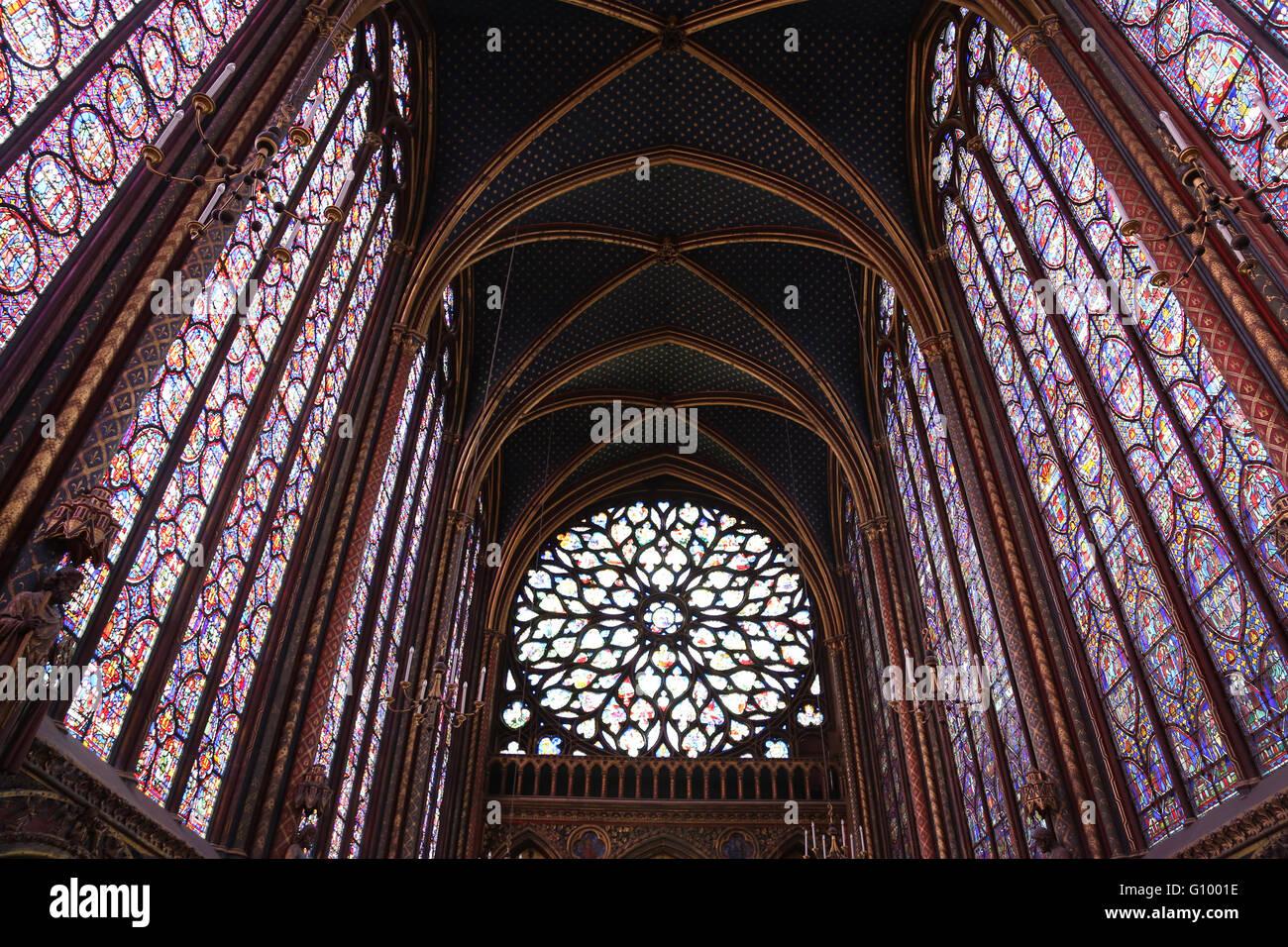 Glasmalerei. Obere Kapelle von La Sainte-Chapelle (die Heilige Kapelle). 1248. Paris. Frankreich. Gothic. Stockbild