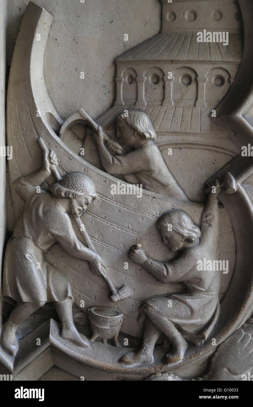 Relief. Genesis. Bau der Arche 13. c. La Sainte-Chapelle, Paris, Frankreich. Stockbild
