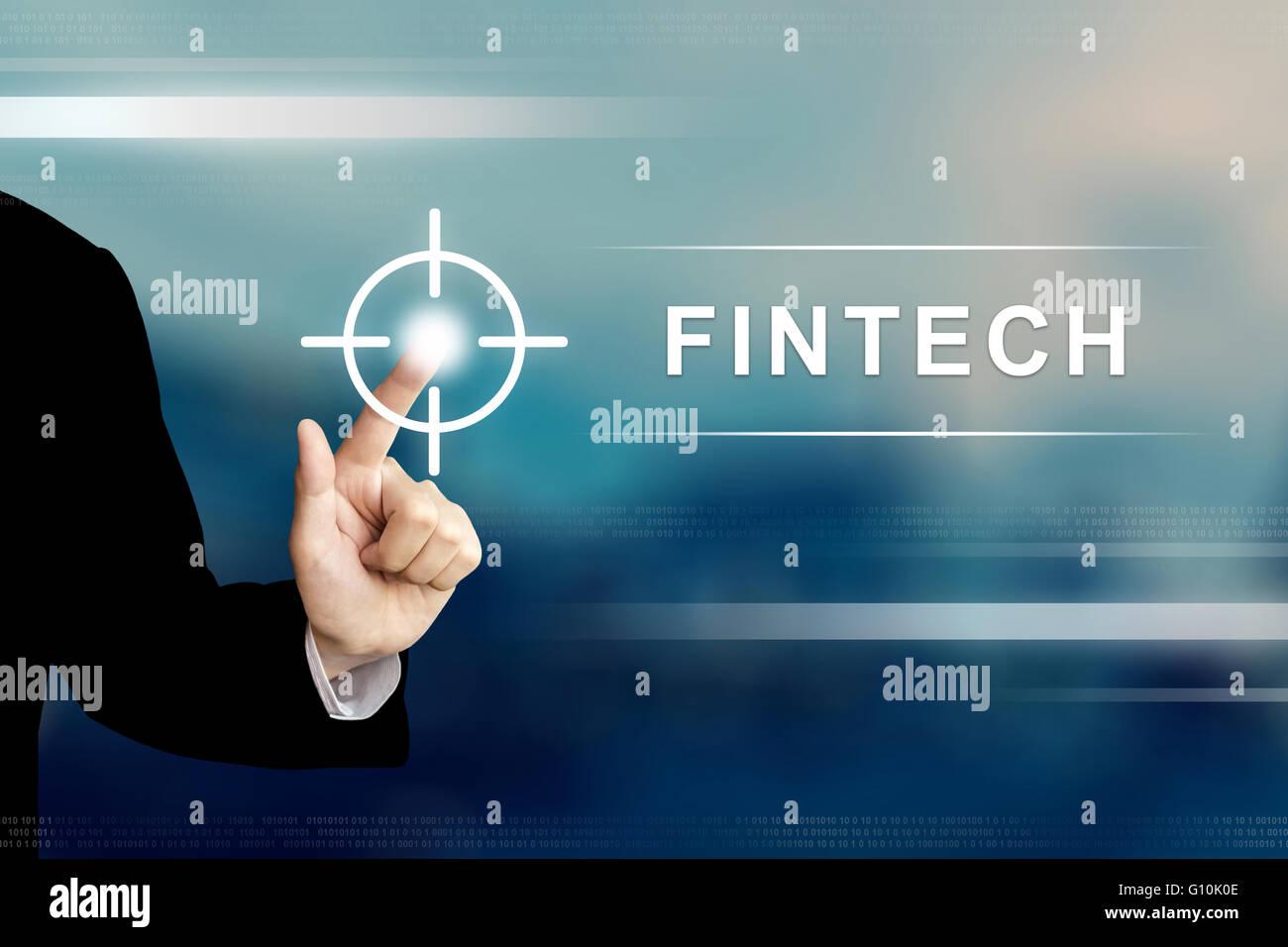 Unternehmen der Hand schieben Fintech oder Finanztechnologie Taste auf eine Touchscreen-Oberfläche Stockbild