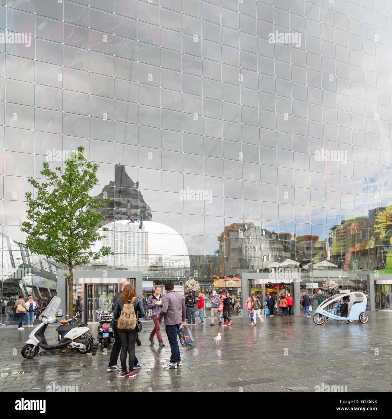 Markthal-Markthalle Rotterdam, Niederlande - einen kombinierten Wohn-, Büro- und Markt Halle Stockbild