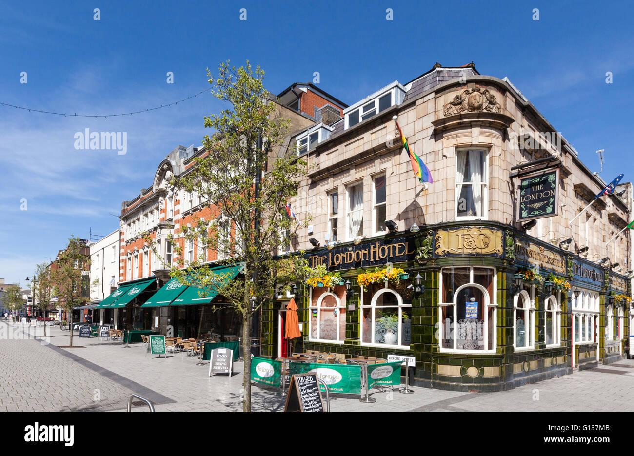Das London Hotel-Pub und die Oxford Street in Southampton, Hampshire, UK Stockbild
