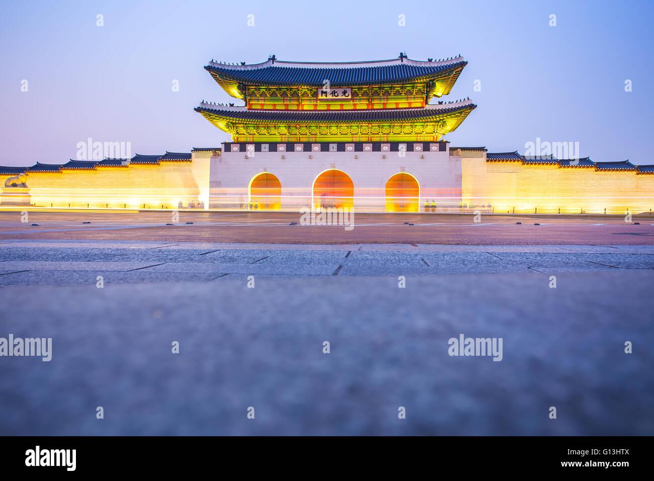 Nacht im Gyeongbokgung Palace in Seoul, Südkorea. Stockbild