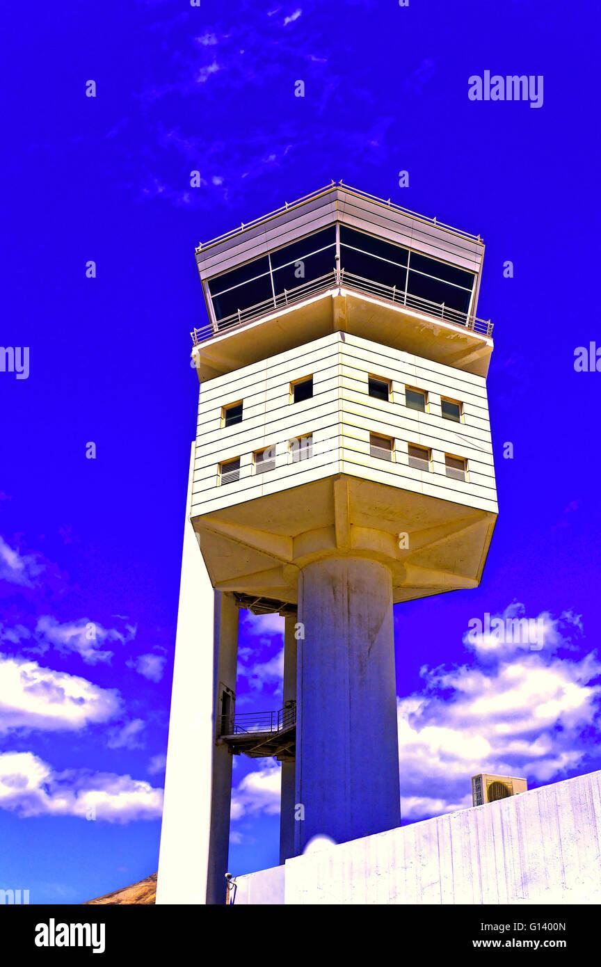 Lanzarote Arrecife Flughafen Kontrollturm blauen Himmel weiße Wolke Stockbild