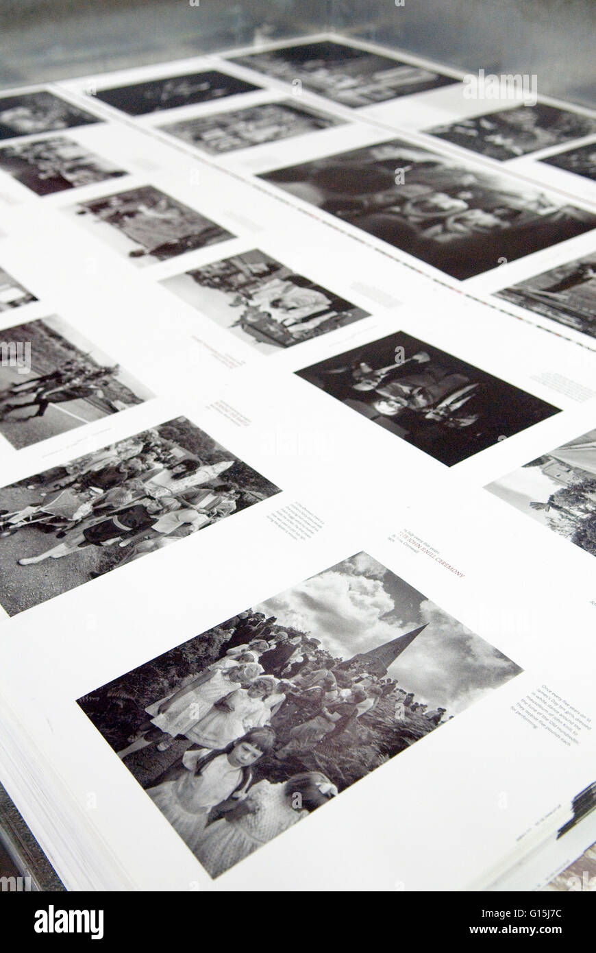 Italienischen Buchdrucker EBS Verona. Einmal im Jahr einige britische Brauchtum von Homer Sykes Blätter flach. Stockbild