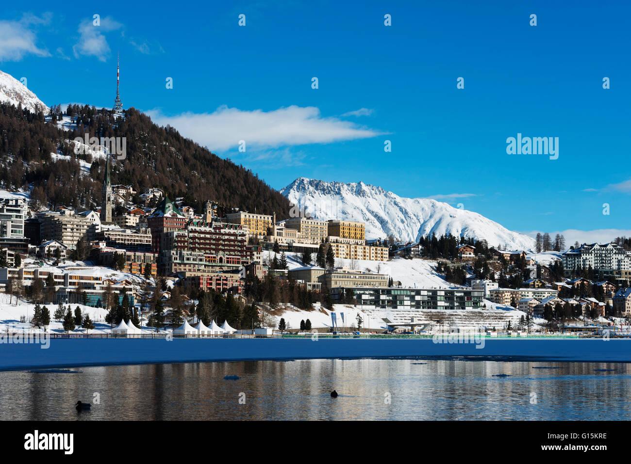Am See, St. Moritz im Winter, Engadin, Graubünden, Schweiz, Europa Stockbild