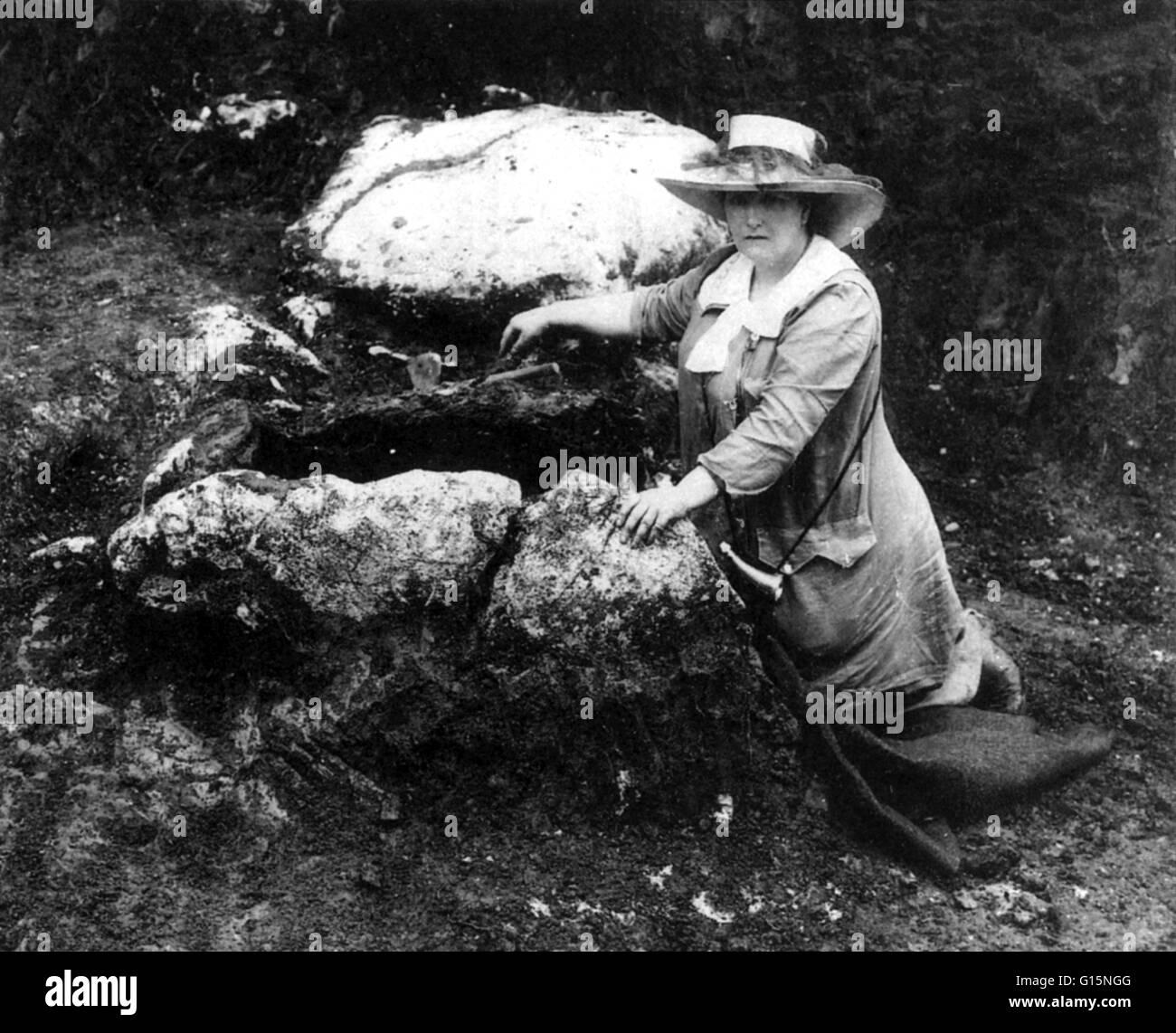 Undatierte Fotografie Herzogin Marie bei unbekannten Ausgrabungsstätte. Prinzessin Marie von Windisch-Graetz Stockbild