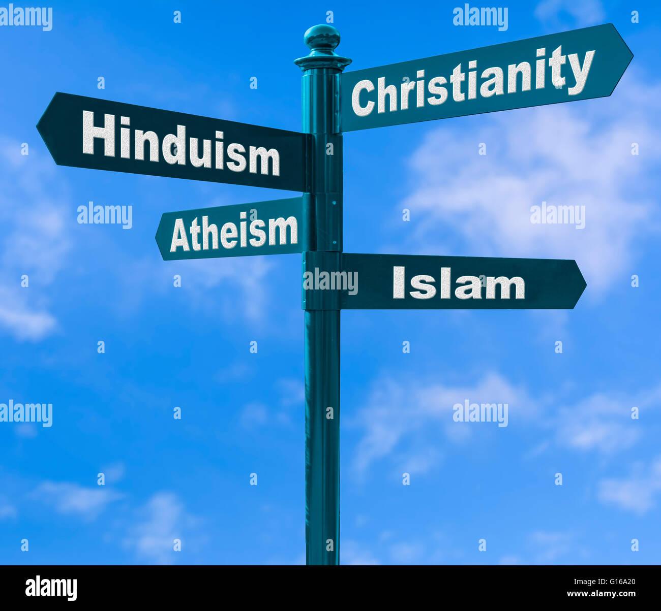 Mehreren Richtung Wegweiser zeigen verschiedene Möglichkeiten der Religion vor blauem Himmel. Stockbild