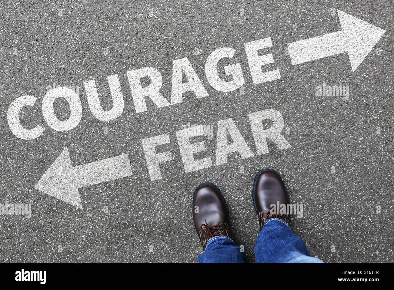 Mut und Angst vor dem Risiko Sicherheit zukünftige Stärke starke Mann Konzept Geschäftsmann Finanzen Stockbild