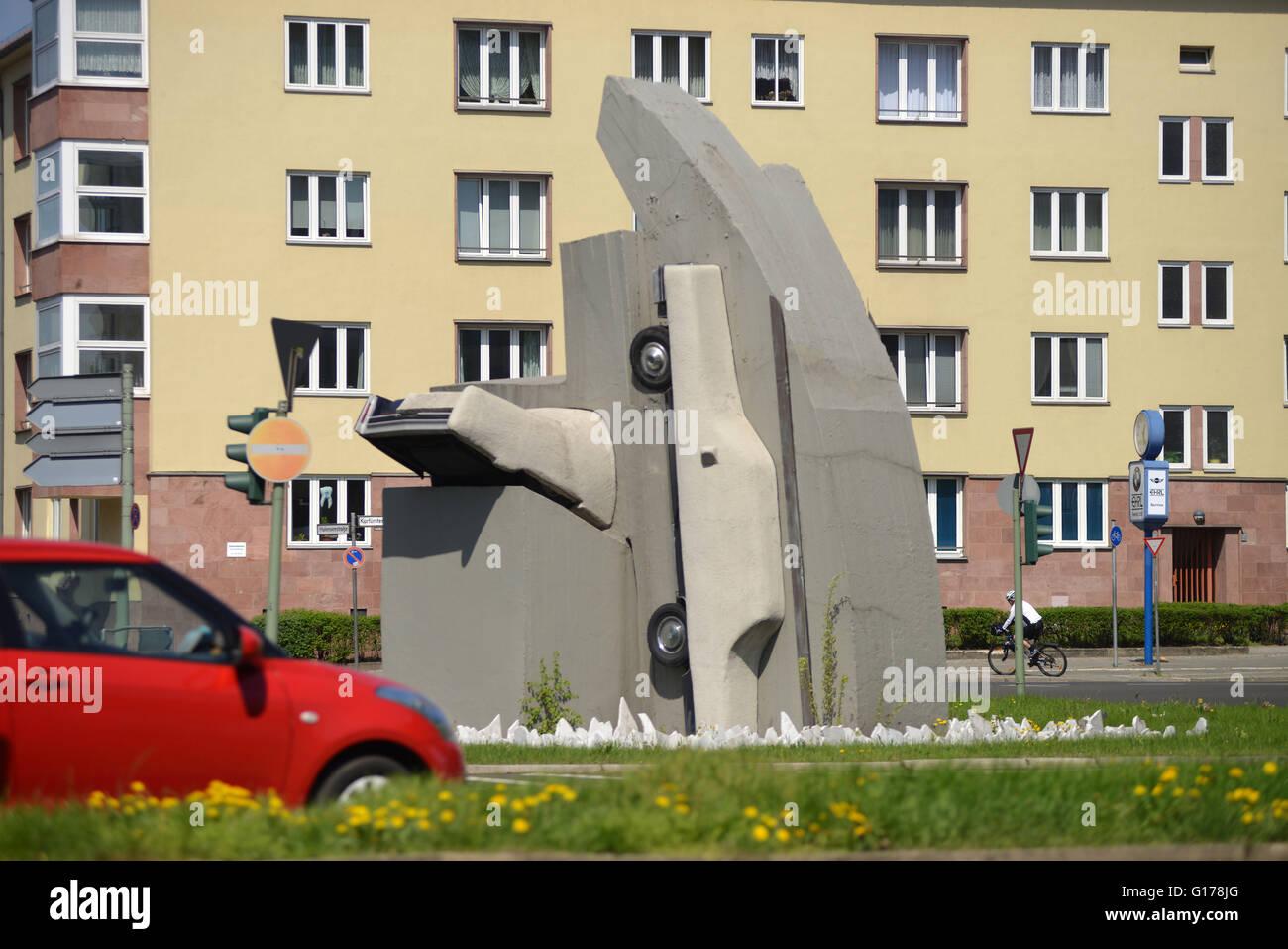 """Kunst, Wolf Vostell """"Zwei Beton-Cadillacs in Form der Nackten Maja"""", Rathenauplatz, Halensee, Wilmersdorf, Stockbild"""