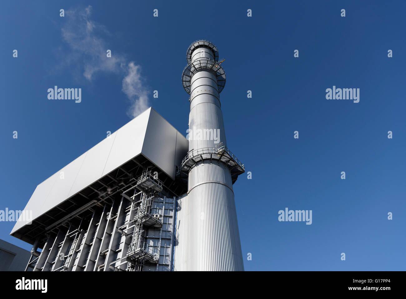 Niedrigen Winkel Ansicht des Kessels und Stapel an Gas-Kraftwerk ...