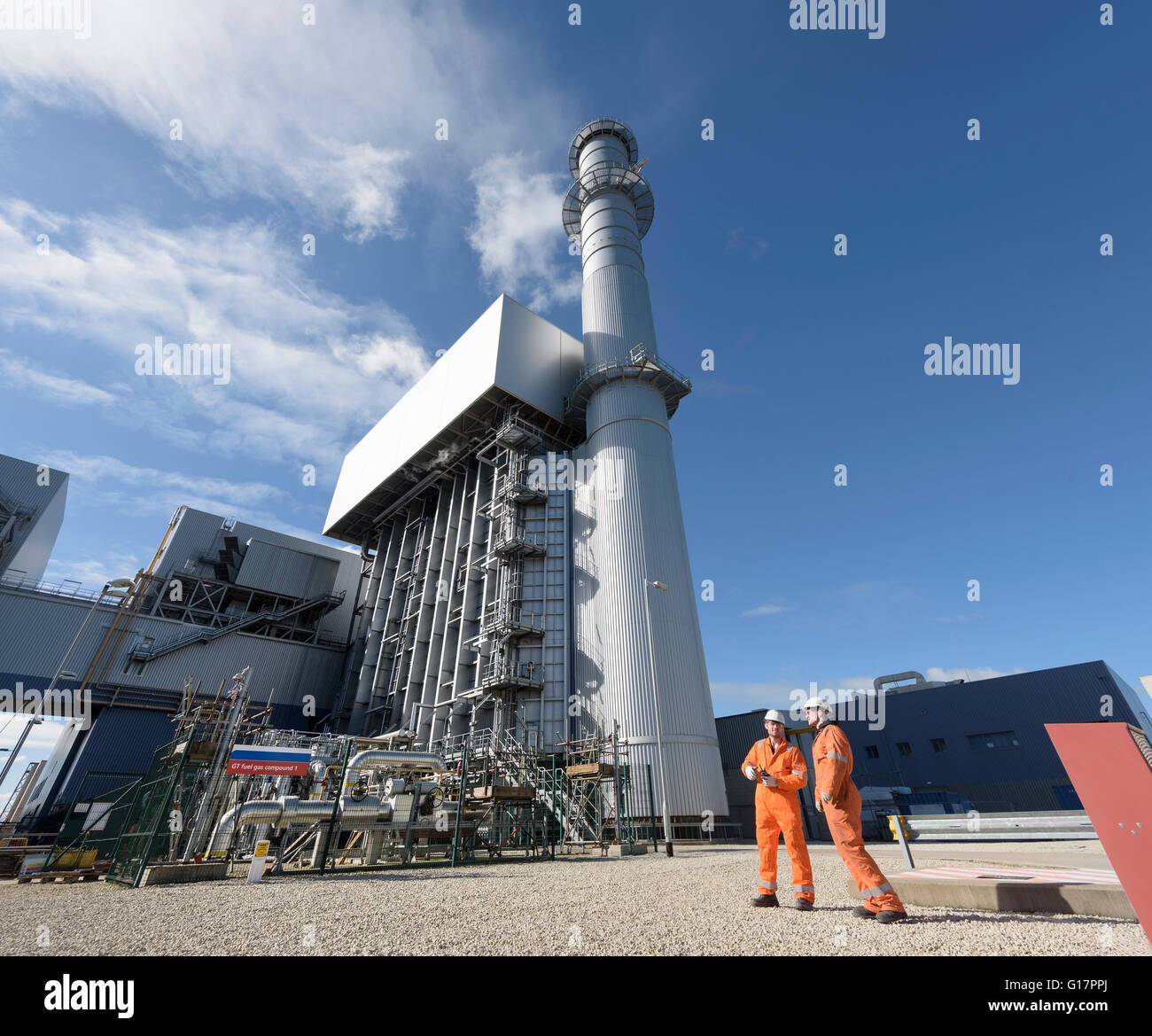 Arbeiter mit Stack und Kessel Gas-Kraftwerk Stockfoto, Bild ...