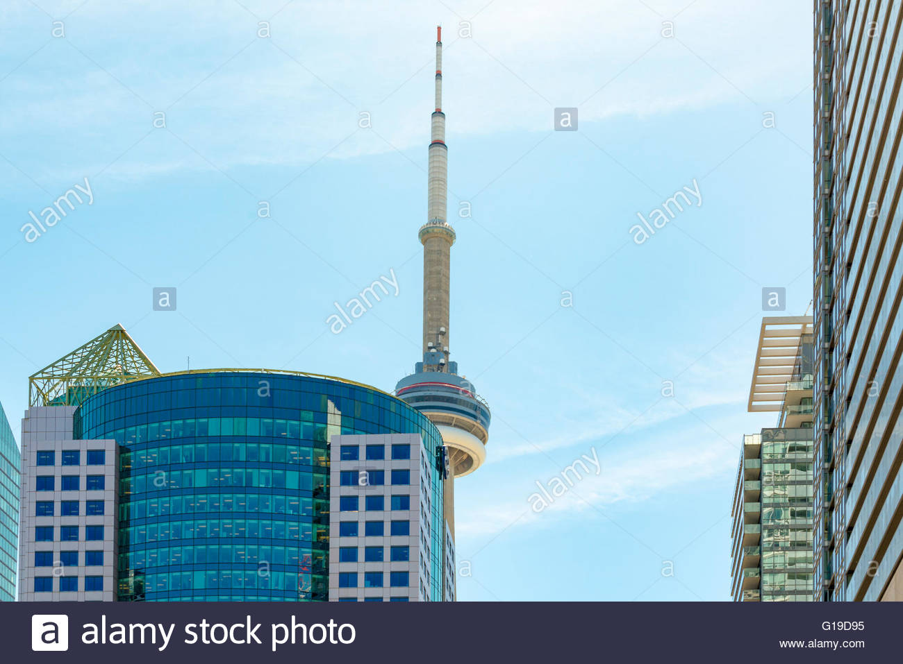 CN Tower ungewöhnlichen Blickwinkeln oder Pov. Der Turm ist ein Symbol der kanadischen Geschichte und ein Wahrzeichen Stockbild