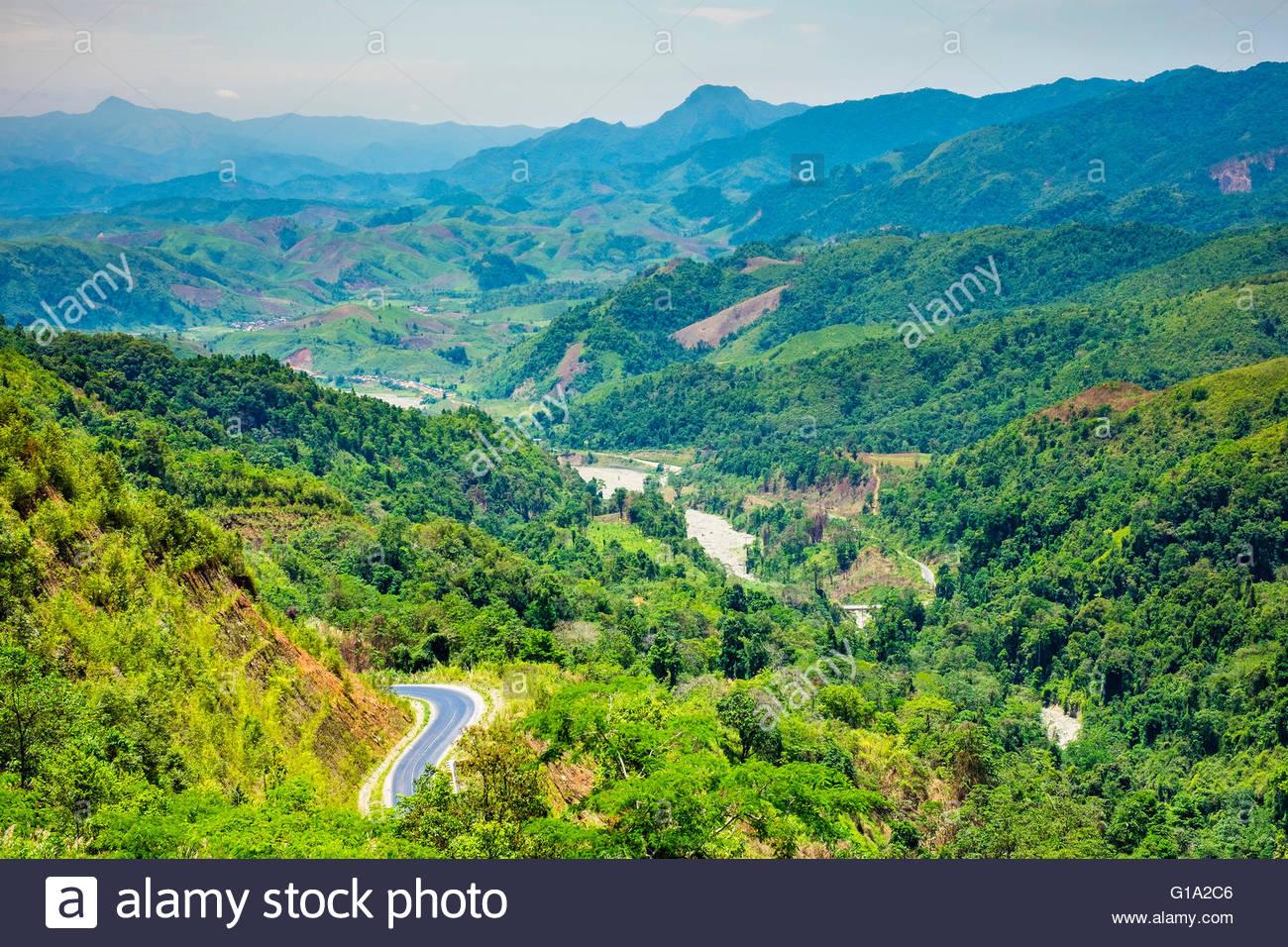 Sanfte Hügel und Berge, üppige Landschaft, Louangphabang Provinz, Laos Stockbild