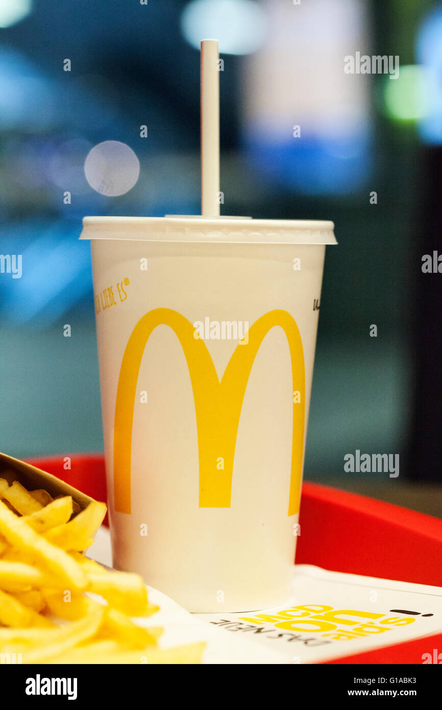 MC Donalds-Marke auf Getränk Stockfoto, Bild: 104105543 - Alamy