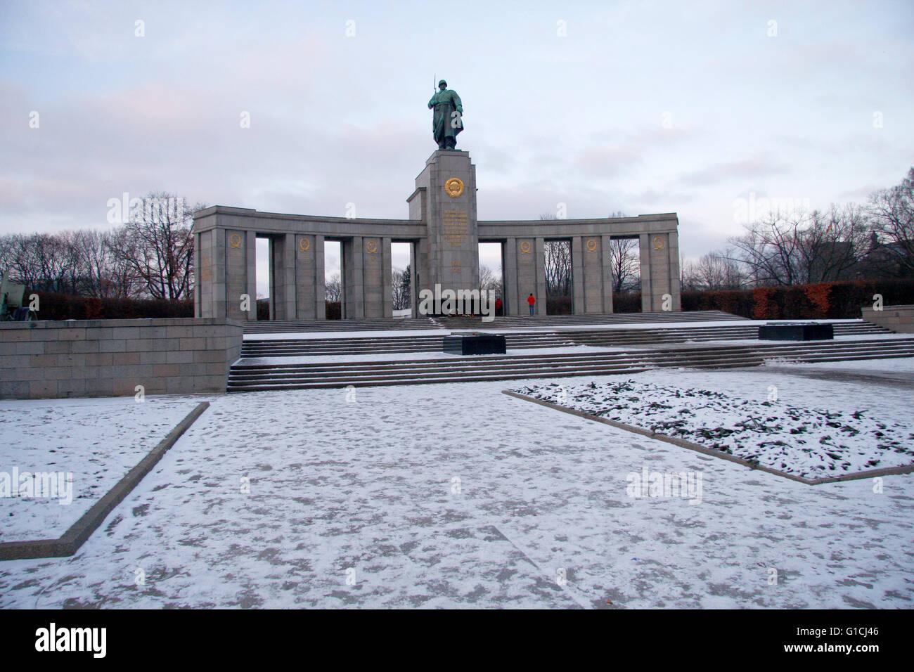 Sowjetisches Spuren, Straße des 17. Juni. Juni, Berlin-Tiergarten. Stockfoto