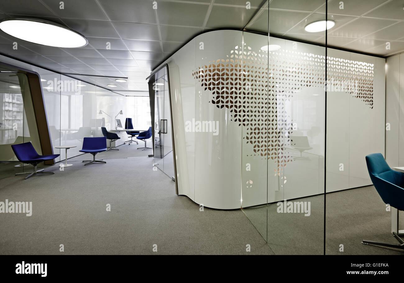 Open Plan Office Modern Stockfotos & Open Plan Office Modern Bilder ...