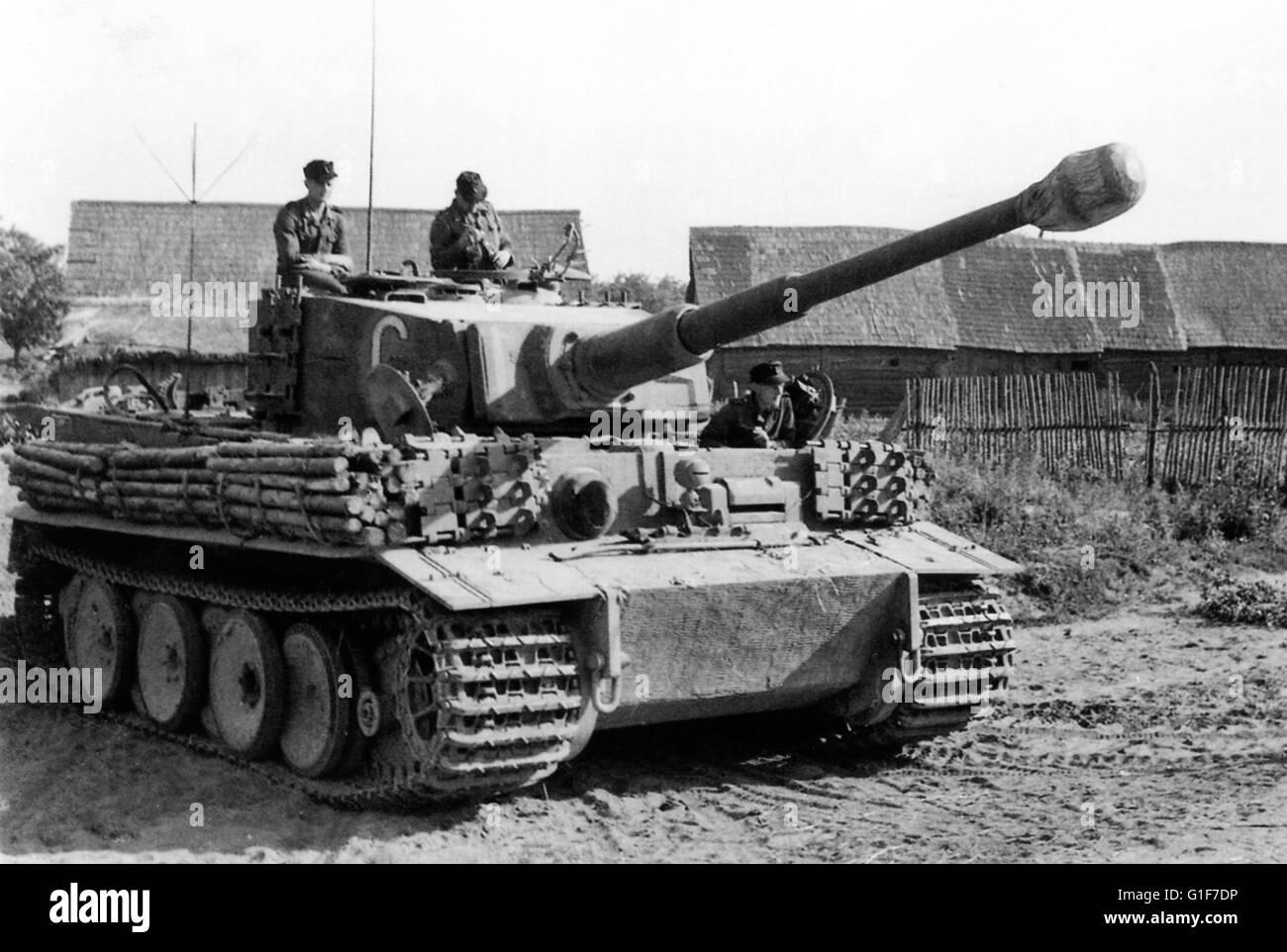 deutschen tiger panzer an der ostfront 1944 stockfoto bild 104212018 alamy. Black Bedroom Furniture Sets. Home Design Ideas