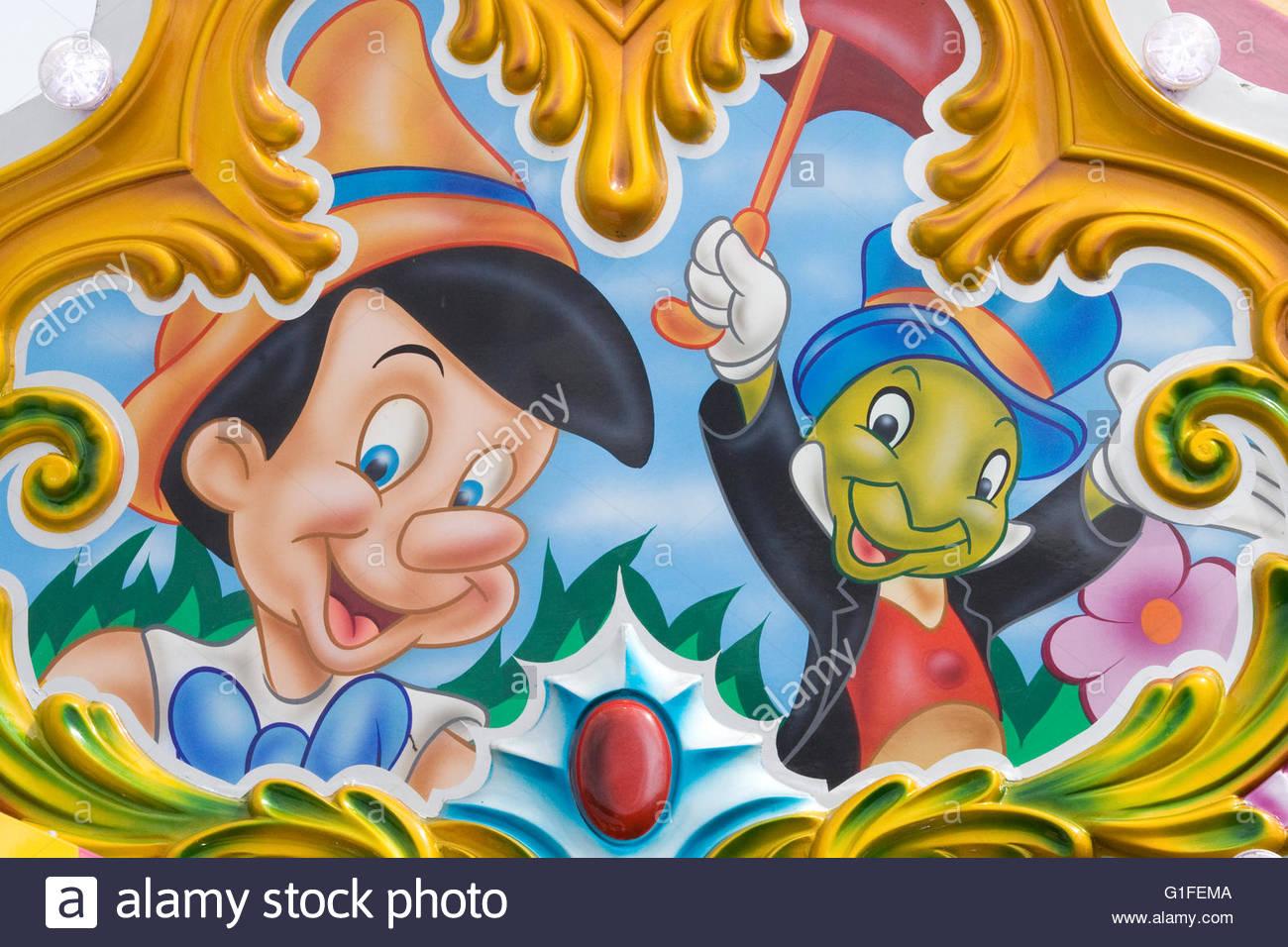 Walt Disney Comic Figuren Auf Einem Messegelände Fahren Stockfoto