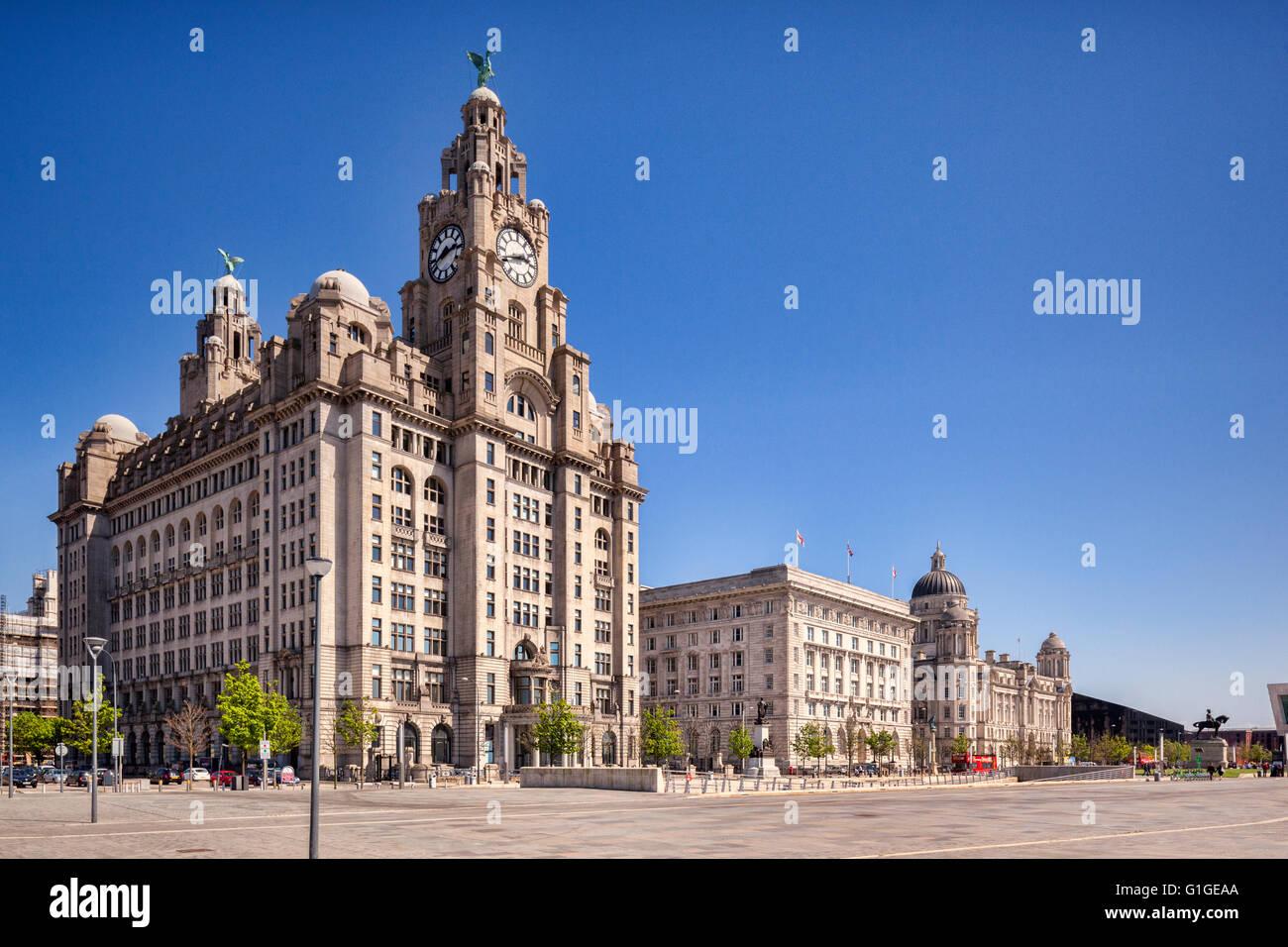 """Die """"Drei Grazien"""", historische Gebäude, die Liverpool Wasser am Pier Head dominieren. Sie sind das Stockbild"""