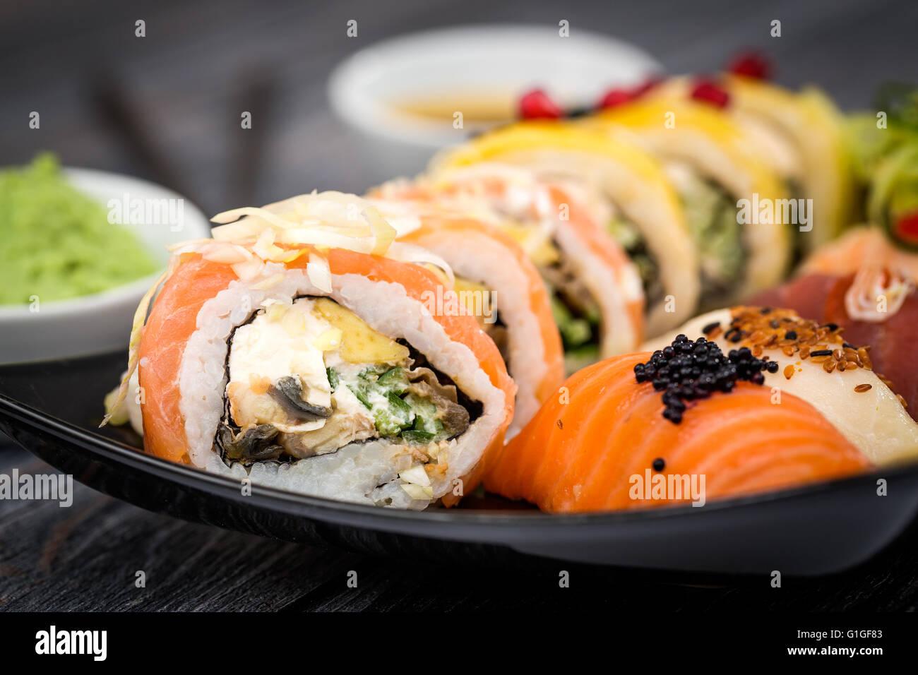 Sushi Rollen roh Makki frische Meeresfrüchte Susi - stock Bild Stockbild