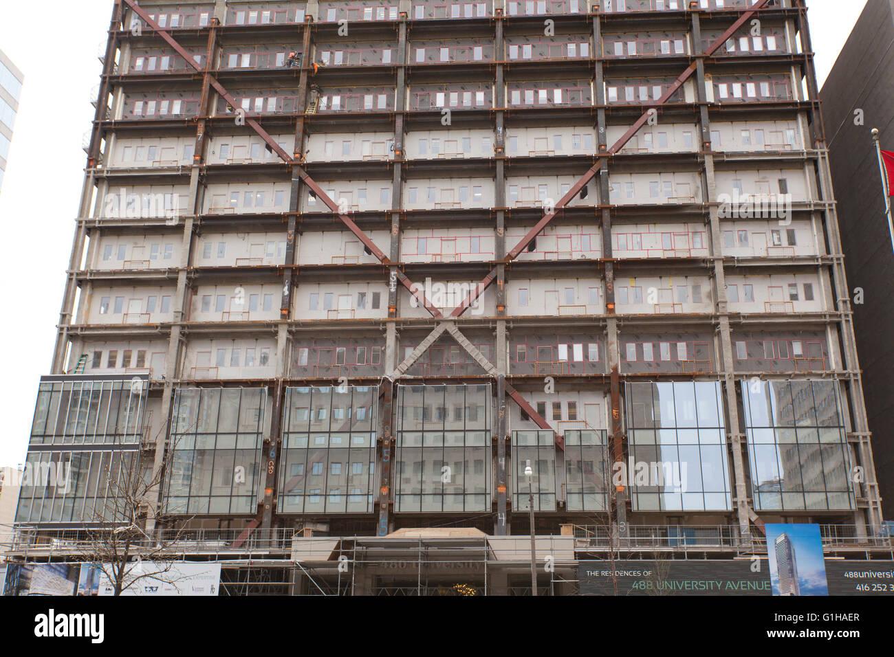 äußere Sanierung des Büroturms Stockbild