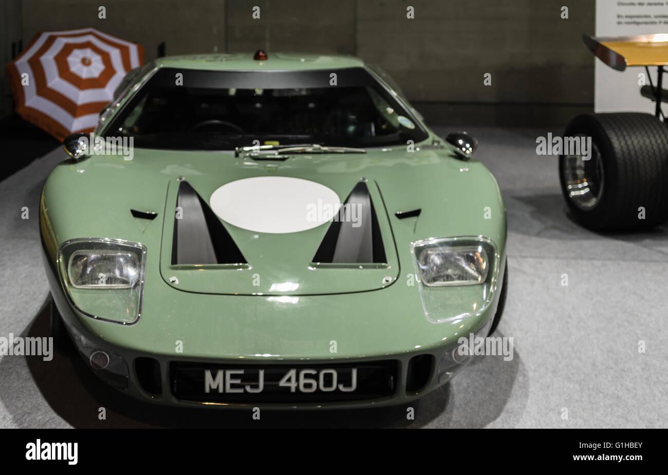 Madrid, Spanien, 10 th Mai 2016. Ein grünes Auto Blick in der Automobil-Ausstellung-Eröffnung. Stockbild