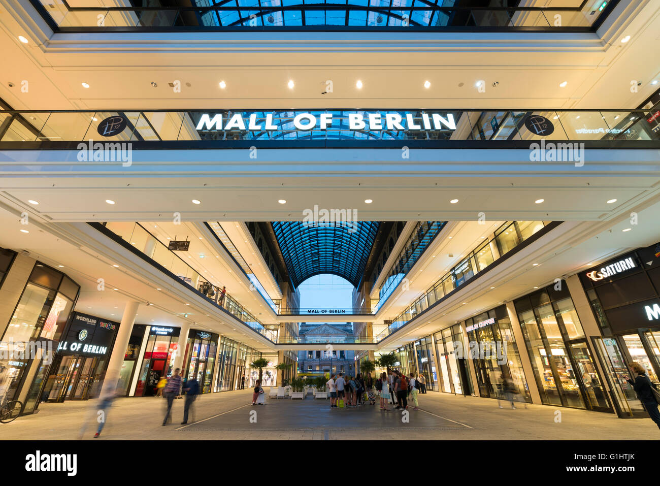 berlin shopping stockfotos berlin shopping bilder alamy. Black Bedroom Furniture Sets. Home Design Ideas