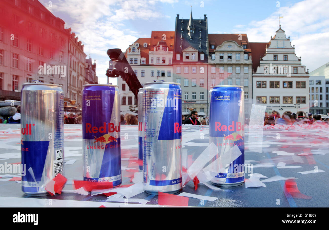 Mini Kühlschrank Red Bull Dose : Cans red bull stockfotos cans red bull bilder alamy