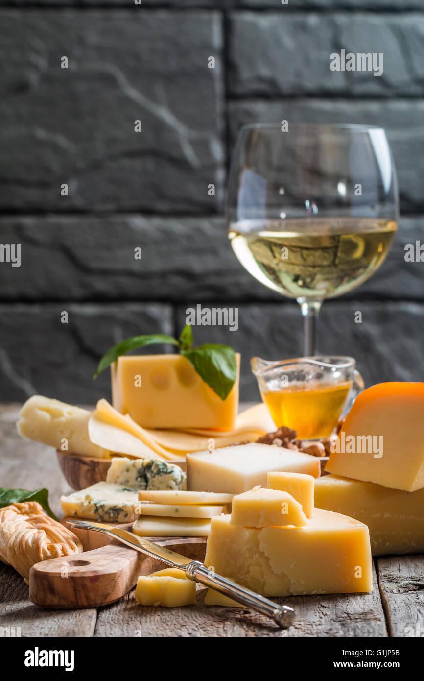 Verschiedene Arten von Käse Stockbild