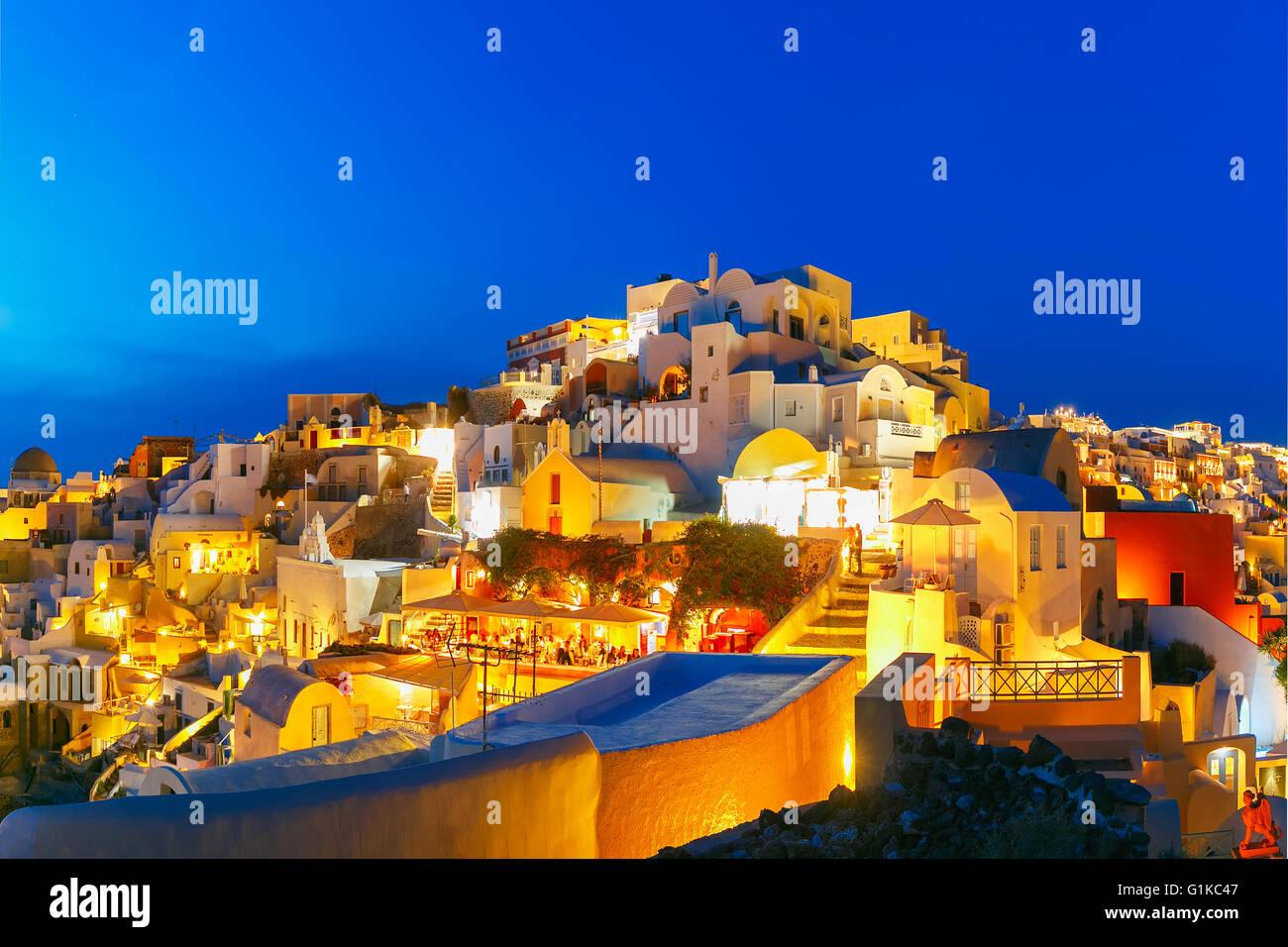 Oia in der Nacht, Santorini, Griechenland Stockbild