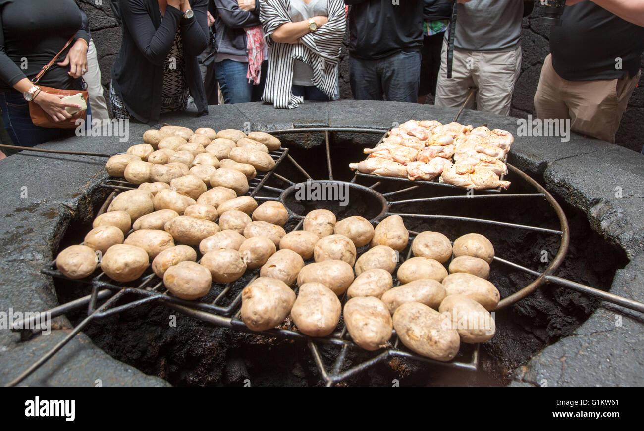 Essen gekocht vulkanischen Grill Besucher Zentrum, Parque Nacional de Timanfaya-Nationalpark, Lanzarote, Kanarische Stockbild