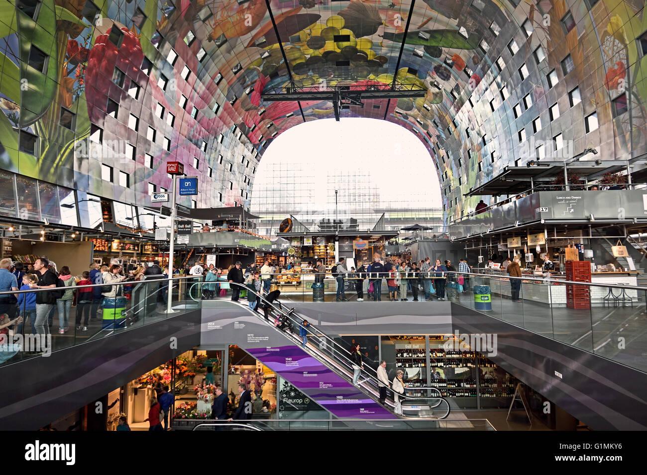Bunte interieur der rotterdamse markthal rotterdam for Interieur niederlande
