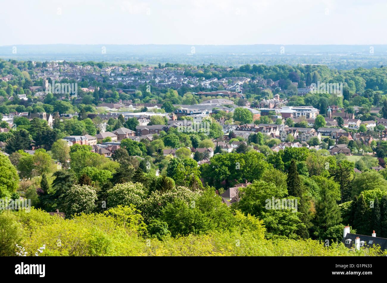 Die Surrey Stadt von Reigate gesehen aus dem North Downs Grüngürtel Land im Süden von London. Stockbild