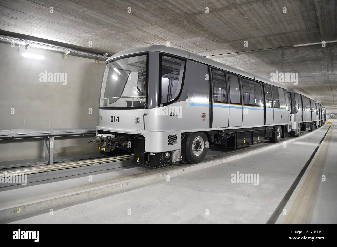Pts Zug Im Tunnel öpnv System Verbindung Zwischen Terminal