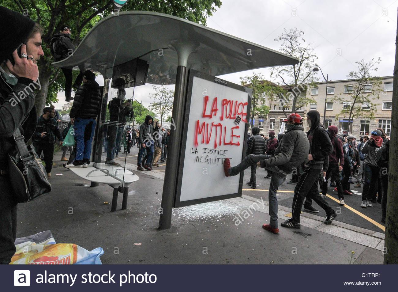 Paris, Frankreich. 19. Mai 2016. : Jugendliche beschädigen ein ...