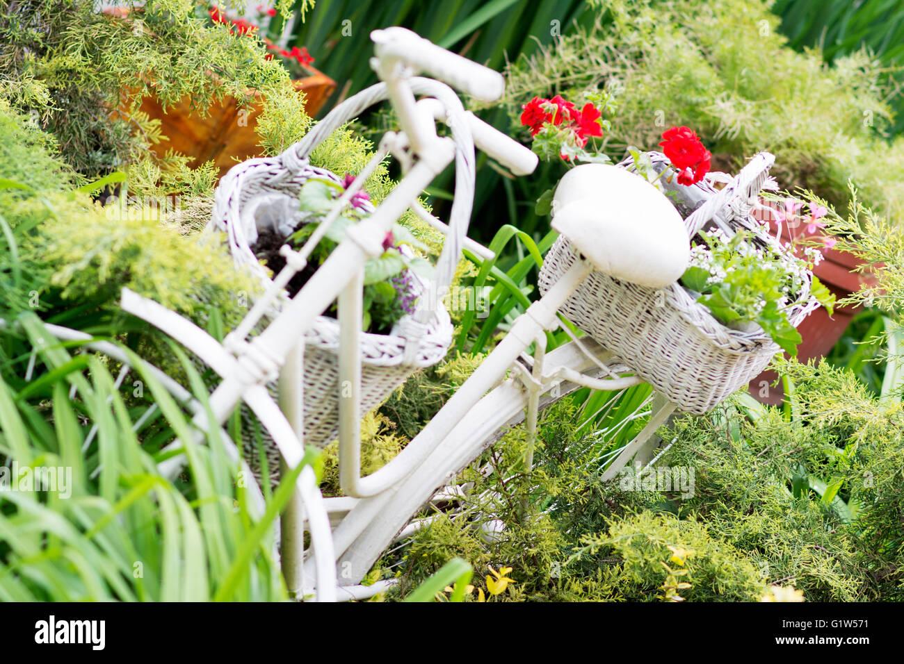 Interessante Ideen für die Gartenarbeit mit Industriepaletten indem ...