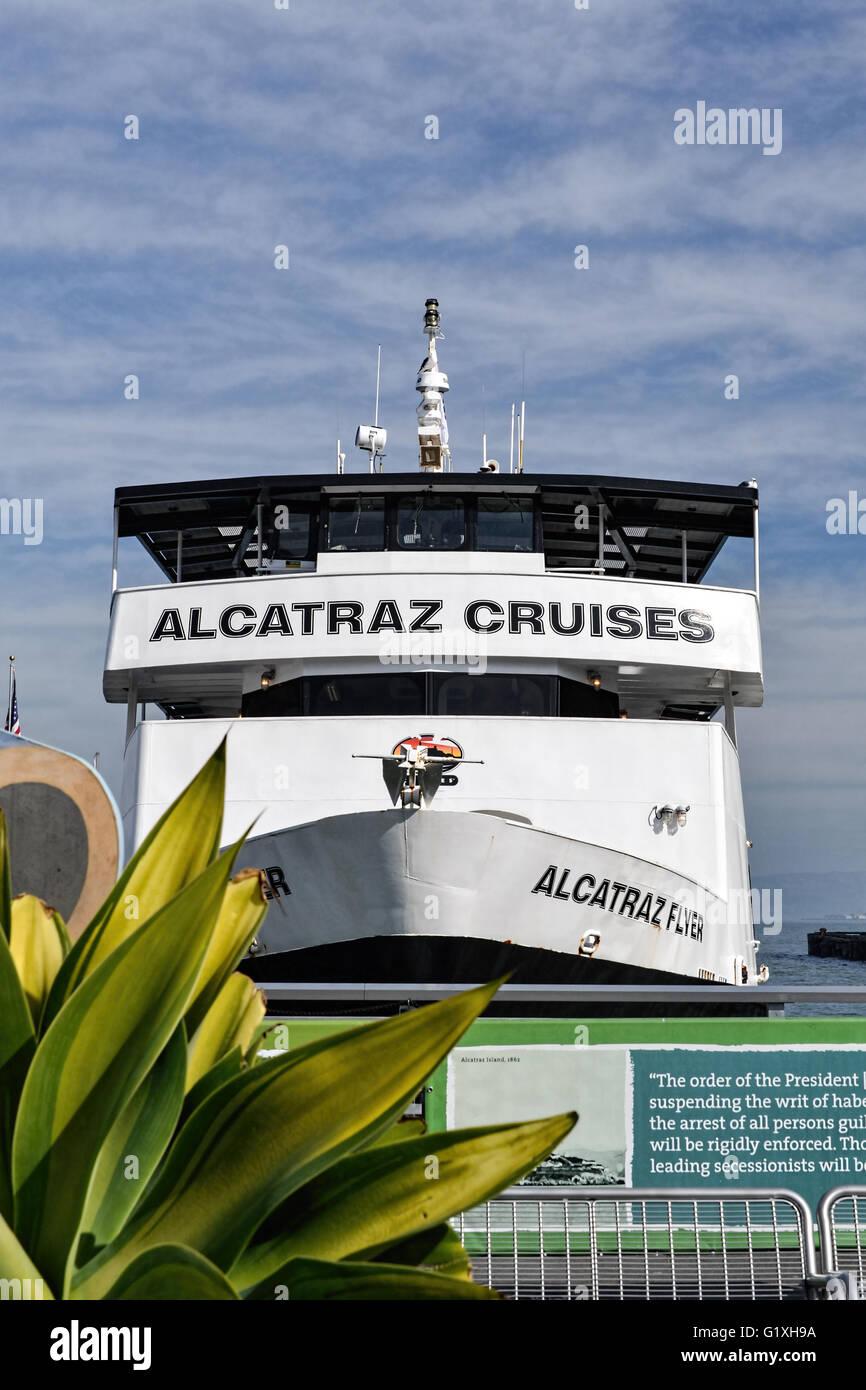 Alcatraz Flyer beim Doc der Hafen von San Francisco, bereit für Kreuzfahrten nach Alcatraz Stockbild