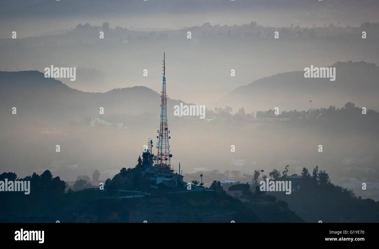 Hollywood Hills mit Übertragung Tower, Los Angeles, Los Angeles County, Kalifornien, USA Stockbild