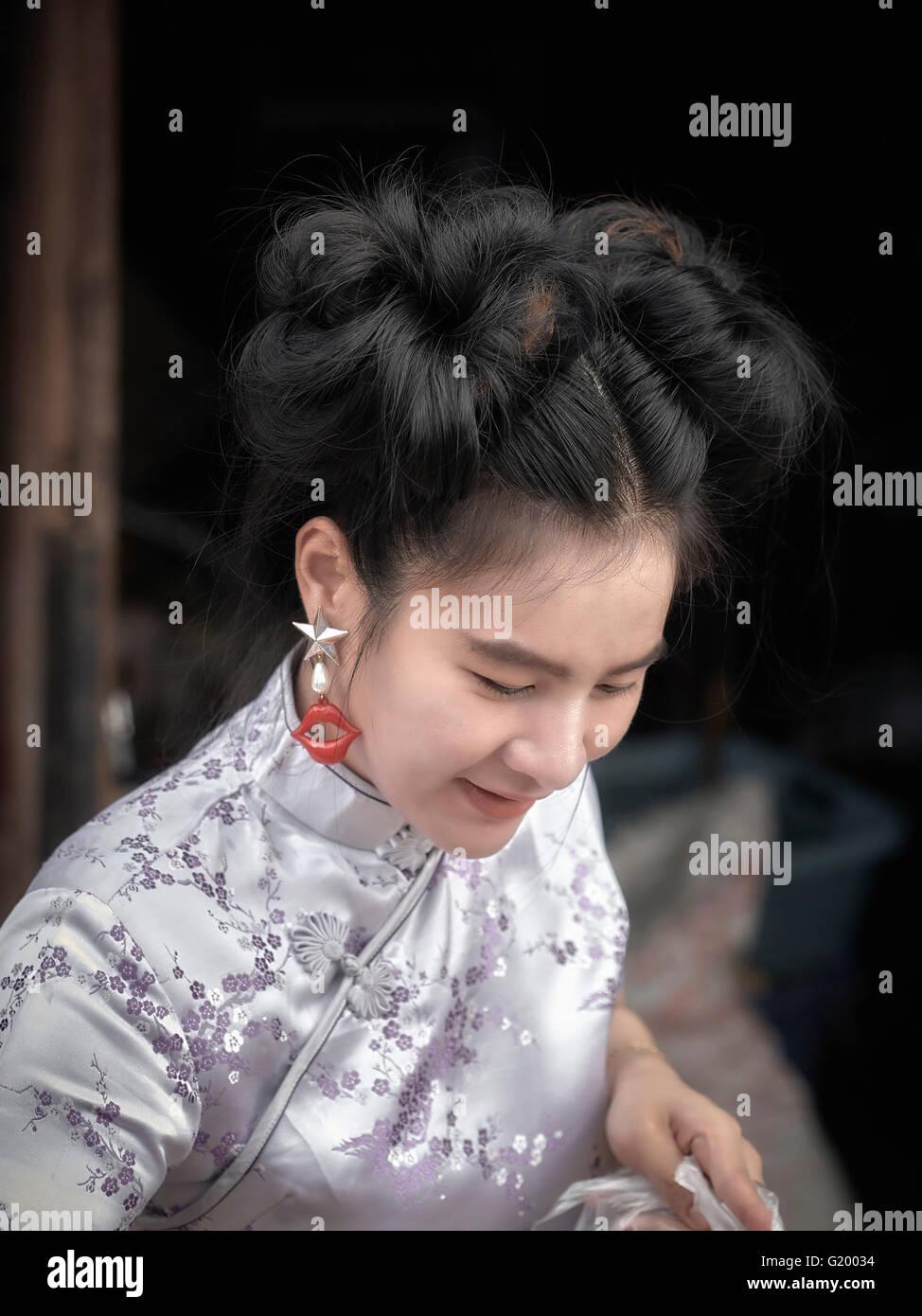 Traditionelle Chinesische Weibliche Frisur Gebunden Stockfoto Bild