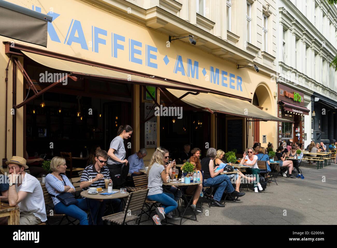 Kaffee bin Meer Café auf der Bergmannstraße in Kreuzberg Berlin Deutschland Stockbild
