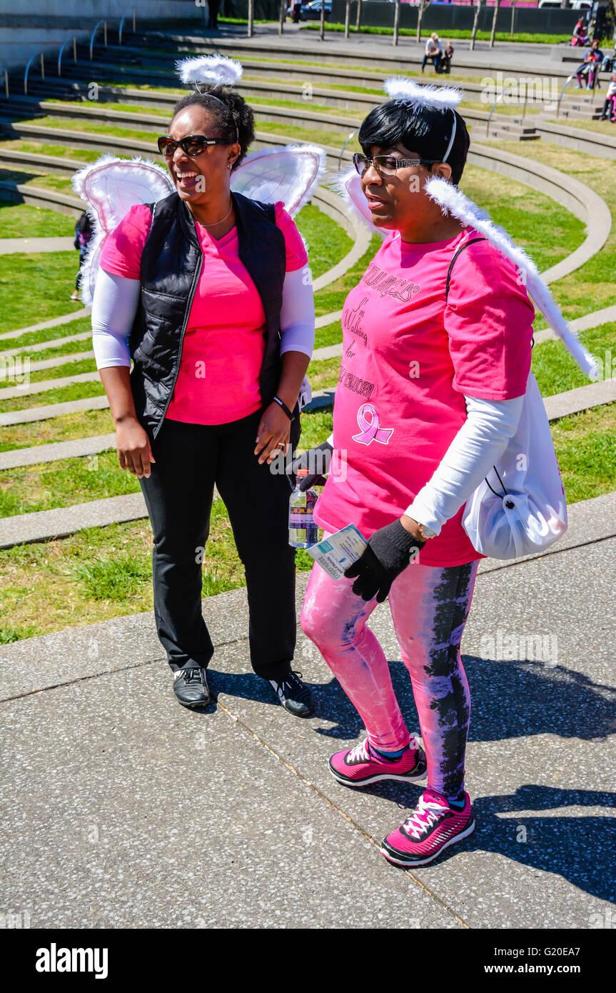 """Menschen versammeln sich am State Capitol Mall Bicentennial Park Amphitheater """"Sista Strut"""" Krebs 3K Spaziergang Stockbild"""