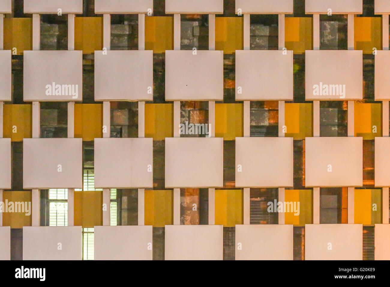 Grid aus der Fassade eines Gebäudes in New Orleans Stockbild