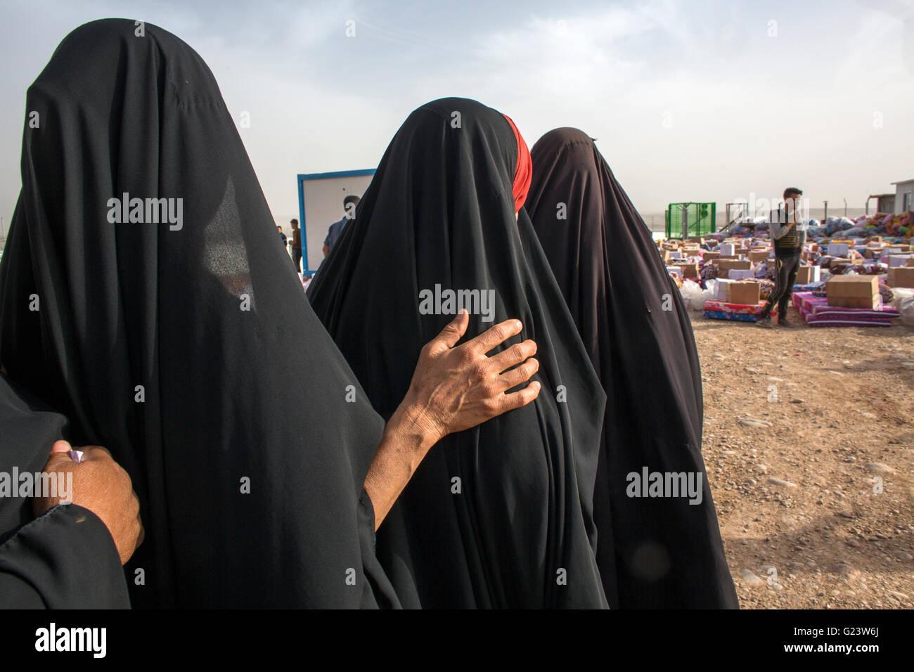 Nonfood Artikel Verteilung auf 8000 intern irakische Menschen im Flüchtlingslager Khanaqin, Nordirak vertrieben Stockbild