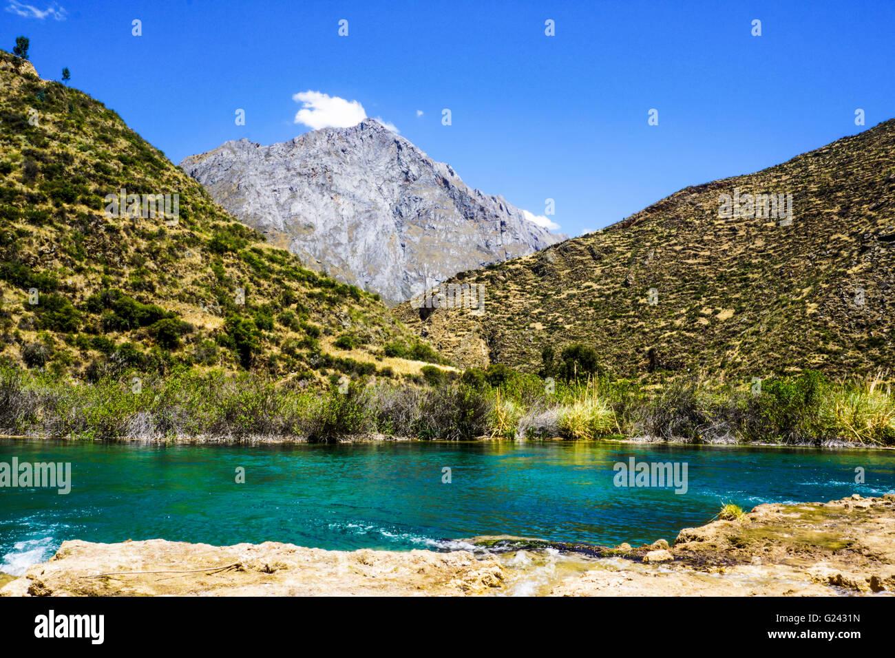 Wasserlandschaft in den peruanischen Anden. Fotografiert in der Nähe von Huancayo, Peru Stockbild