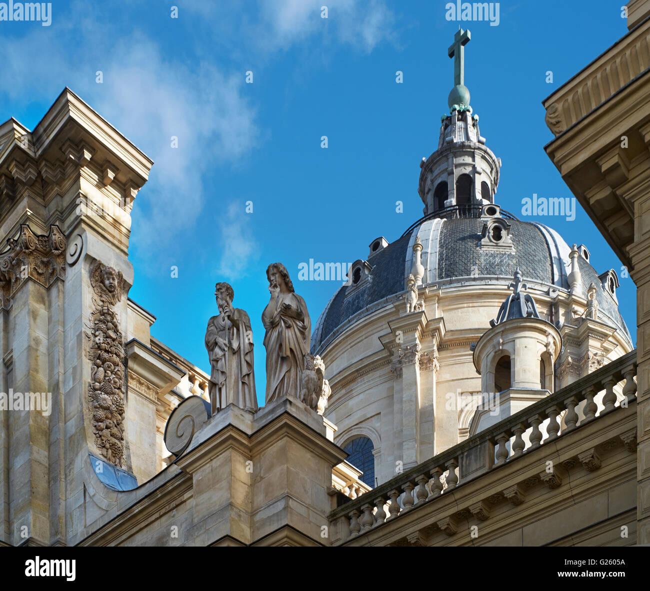 Die gewölbte Kirche der Sorbonne in Paris, entworfen von Jacques Lemercier und 1635 fertiggestellt. Detail Stockbild