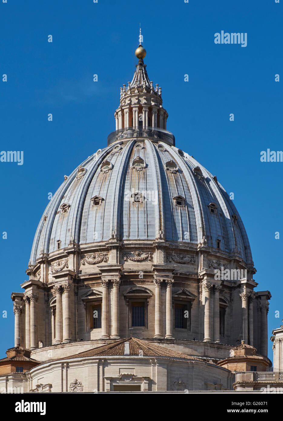 St. Peter Rom (Basilika San Pietro) die Kuppel von Michelangelo Bunoarotti, abgeschlossen im Jahre 1564 von Giacomo Stockbild