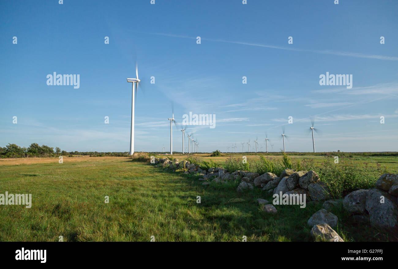 Powerplant Windpark im Feld in Gotland, Schweden Stockbild