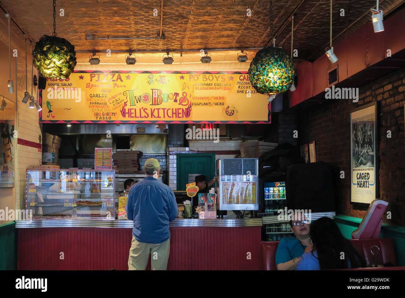 Zwei Stiefel Pizza in Teufels Küche, NYC Stockfoto, Bild: 104709071 ...