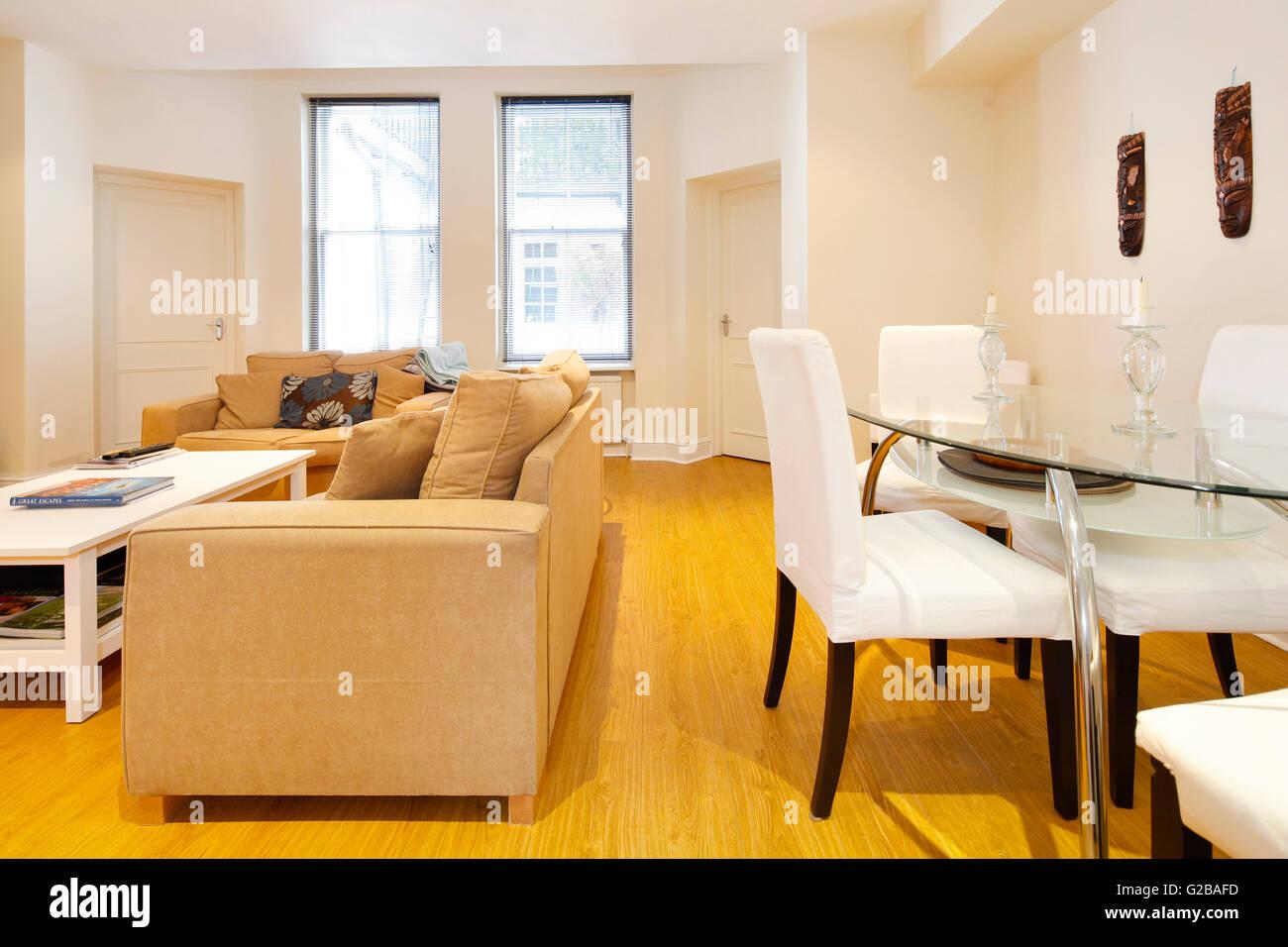 cheap harrington grten offene wohn esszimmer mit holzfuboden und groen fenstern moderne mbel with wohn und esszimmer mbel